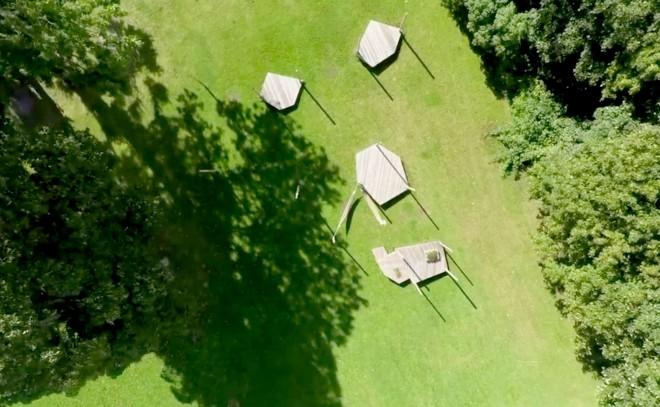 hænge-drone-post